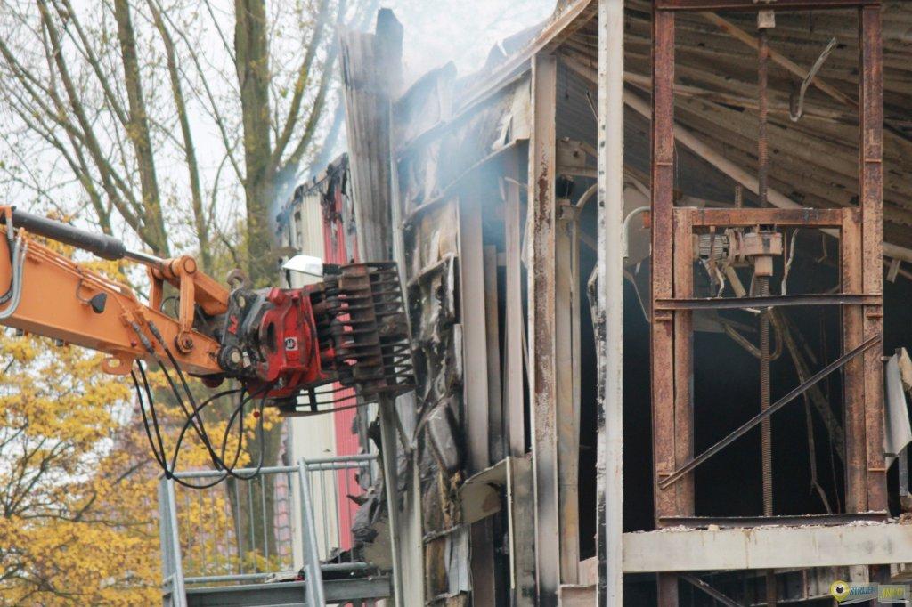 Winckelaer Strijen Meubels : Enorme brand legt de bommel meubelen in strijen in as strijen info