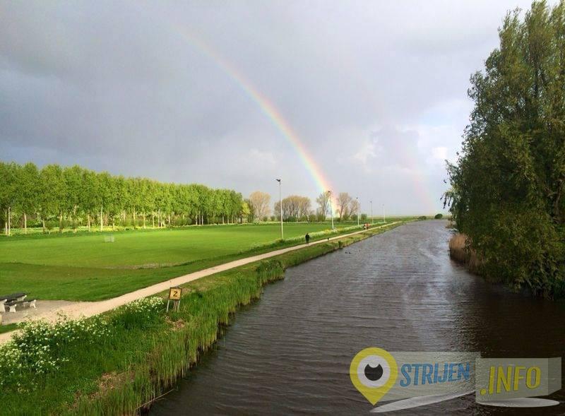 Regenboog bij de ijsbaan in Strijen - Damian de Jong