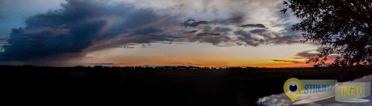 'Regenbui bij ondergaande zon.