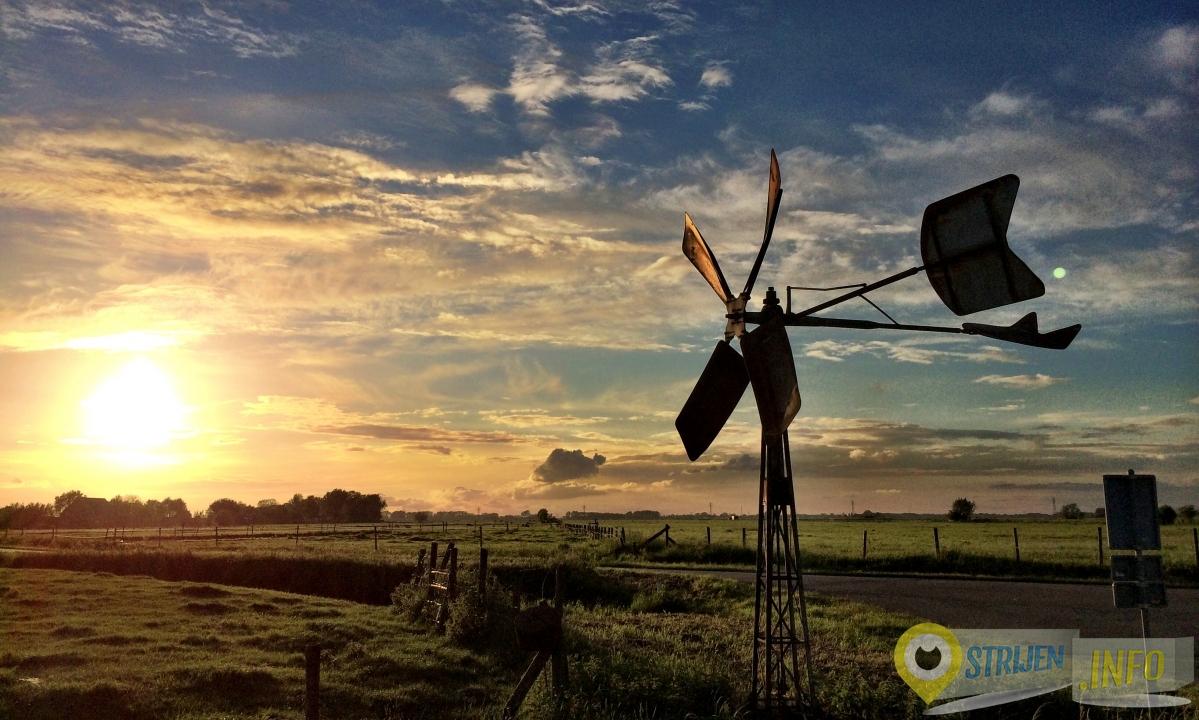 Zonsondergang bij het Oude land van Strijen - Foto Ferry Krauweel