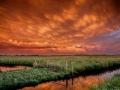 Mammatus wolken opgelicht door de ondergaande zon. genomen in het Oudeland - Strijen. foto Jeffrey Groeneweg