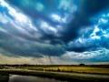 Een mini regenhoosje in Strijen - foto Ferry Krauweel
